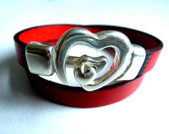 Genuine leather with heart clasp with decorative flame red/burgundy bracelet