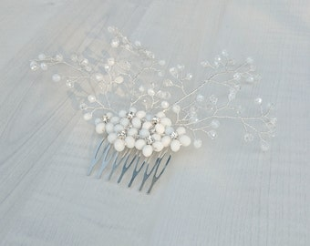 White wedding comb, Crystal bridal comb, Floral hair piece, Bridal flower hair brooch, White wedding hair vine, Crystal bridal hairvine