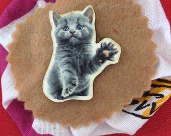 Grey cat rosette brooch