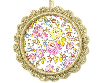 Small frame or round Locket in gold Lurex yarn, hand-made, Liberty bliss