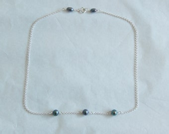Peacock green pearl choker necklace