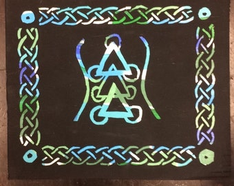 Triangle design with Celtic knot border