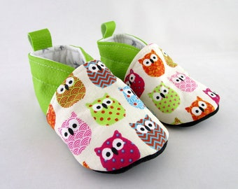 Slipper 15/18 months faux leather fabric and pistachio green OWL