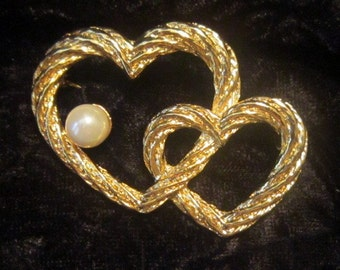 Vintage Hearts and Pearl Brooch - BR-214 - Heart Brooch - Gold Heart Jewelry - Pearl Jewelry - Pearl Heart Brooch - Heart Pin