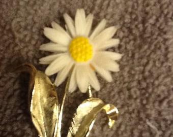 Vintage Flower Brooch Pin in Gold tone