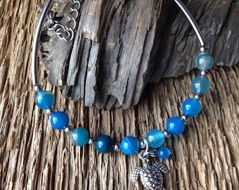 Sea turtle and faux turquiose beaded bracelet: beachy turtle bracelet, marine biologist bracelet, sea turtle bracelet, beach jewelry, ocean