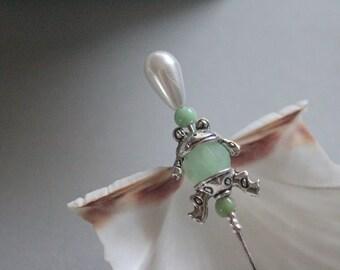 Brooch * Frog King in green * hatpin, badge, pin, Reversandel, Tuchnadel, old Hutandel was re-staged with frog