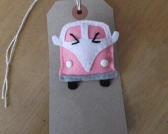 Felt camper van brooch pink