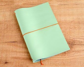 Cuaderno de cuero hecho a mano, estilo Midori Traveler's Notebook tamaño Regular/Wide - Espuma de mar