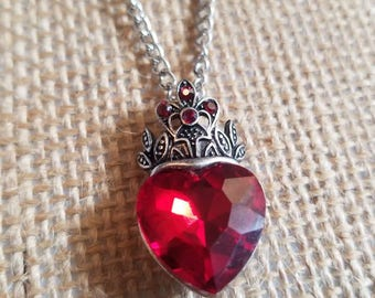 Queen of Hearts pendant necklace