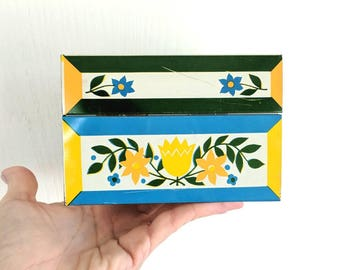 Vintage Metal Recipe Box / Syndicate Mfg Co / Blue & Yellow Flowers