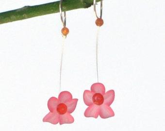 Laura Q  Light Pink Vintage Lucite flower earrings