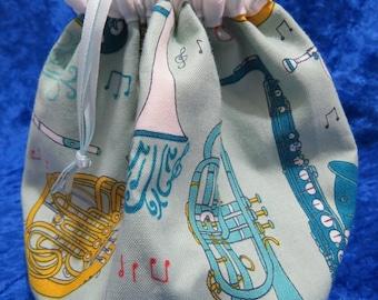 Musical themed drawstring bag.
