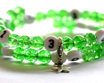 Nursing bracelet on memory wire 55mm with glass beads form cracked Green