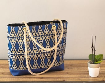 Hand/tote for blue patterned bag