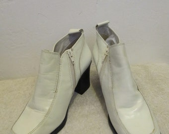 Women's MOD Vintage 90's White Colored ANKLE Zip Chesea Boots By NEWP0RT NEWS.9W
