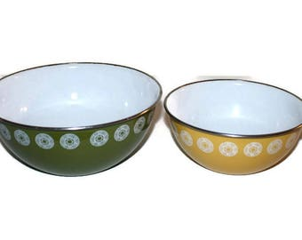 Pair of Mid Century Enamelware Nesting Mixing Bowls in Avocado Green and Harvest Gold With Medallions and Chrome Rims