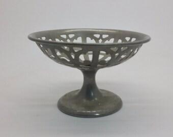 Vintage Manning Bowman Quality 231 Pierced Pedestal Footed Fruite Bread Bowl
