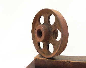"Vintage Cast Iron Pulley Wheel Gear Industrial Farmhouse Barn Steampunk 4-3/4""W"