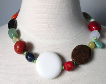 Short necklace short bright mix of gemstones and beads - Many Treasures
