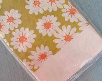 Reed's Paper Tablecloth Vintage Retro Daisy Pattern
