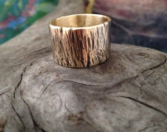 Rustic and woodsy nugold band ring