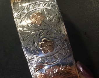 Silver bangle with gold flowers