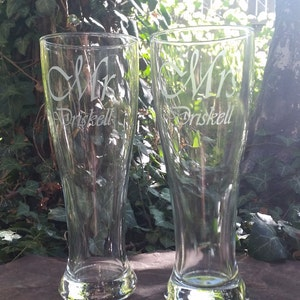 Mr Mrs Beer Glasses / Personalized Glasses / Engraved / Custom Pilsner Glass / Wedding / Anniversary / Custom Etched Beer Glass / Brewpub