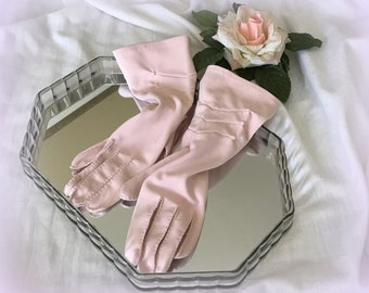 70s Pink KAYSER Gloves - 4 Button Length - Elegant Chevron Design - Dainty Hand-Stitching - Size 6.5  - Absolutely Lovely Vintage Gloves