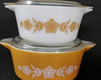 Vintage pyrex bowls with lids