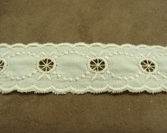BRODERIE ANGLAISE between two - 3.5 cm - ecru