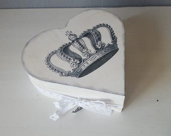 Heart - jewelry box with Crown motif