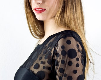 Short dress in black with dotted tulle