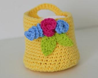 Panier Crochet jaune doux avec un démaquillant Pads débarbouillettes