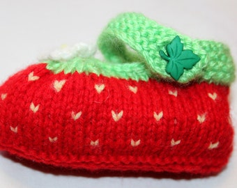 Strawberry knitted booties