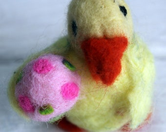 Little yellow needle felted duck with pink spotty egg