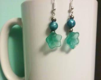Flirty blue flower earrings