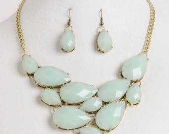 Mint Green Necklace Set!