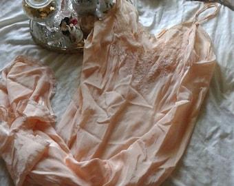 Peach Wonder Maid vintage 40's slip
