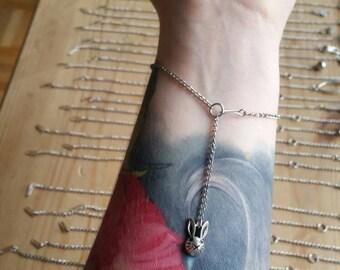 Simple rabbit bracelet