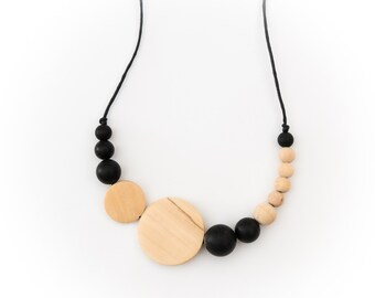 Wood and Silicone Teething Necklace - Mom to be/ New mom/ Baby shower gift