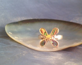 Romantic, STERLING silver and ABALONE shell flower ring size 8 1/2 for US, size R for United Kingdom.
