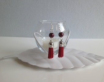 "Suede TASSELS, red earrings each with a Pearl glass ""Renaissance"" red dark - 925 sterling silver ear hook"