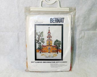 "Bernat ""Independence Hall"" Crewel Embroidery Kit 