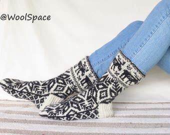 10.5 11 44 45 natural wool mens socks, Handknit sock, hiker stocking, Moose knit, Norvegian knitting,No290