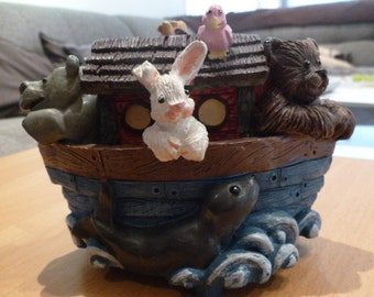 Music Box Nohas Ark plays the song  Its a small world SUNSHINESALE 20% off