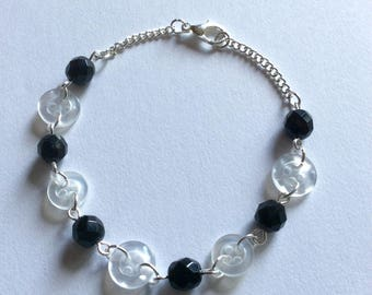 Bracelet 20cm black buttons and white pearls upcycled silver plated chain
