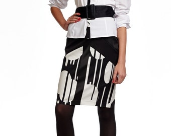 Black and white pencil skirt of combined fabrics