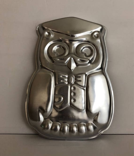 Vintage wilton owl cake pan