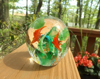 "Hand blown  glass paper weight with fishes .Mint condition.Home decor. Office decor .Nautical. 2 3/4 "" the diameter, 3 1/4""H.  Gift idea."